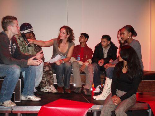 Laheij in gesprek met jongeren tijdens Movies that Matters 2006